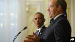 Presiden Estonia Toomas Hendrik (kanan)