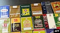 Các hiệu thuốc lá sản xuất ở Indonesia được trưng bày trong cuộc triển lãm thuốc lá trong thủ đô Jakarta