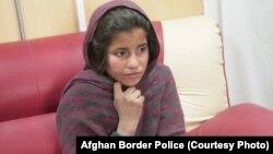 سپوژمی، دختر نُه ساله که می گوید برادرش او را مجبور به انجام حملۀ انتحاری کرده بود.