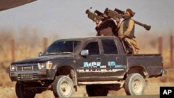 گفته می شود که ۱۴ مهاجم انتحاری با نیروهای امنیتی میدان درگیر ابودند.
