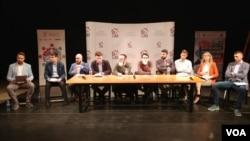 """Učesnici debate """"Srbija u EU: Da, možda ne?"""", koja je u organizaciji Krovne organizacije mladih održana u Centru za kulturnu dekontaminaciju, u Beogradu, 27. februara 2019."""