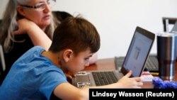 Učenik u državi Vašington pravi nastavu onlajn