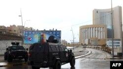 2015年1月27日利比亚安全部队和急救服务包围首都的黎波里科林西亚酒店