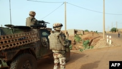 Troops of the French-led Serval Operation in Mali patrol an area in Gao, Oct.16, 2013.