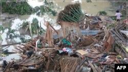 Trận bão Washi đã tàn phá đảo Mindanao hôm thứ Bảy, gây ra những trận lũ quét sạch những cộng đồng nghèo nàn ven sông tại 2 thành phố chính