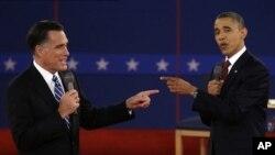 16일 미국 뉴욕주 호프스트라 대학에서 2차 공개 토론을 가진 민주당 바락 오바마 대통령(오른쪽)과 공화당 미트 롬니 후보.