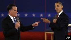 Republikanski predsednički kandidat Mit Romni i predsednik Barak Obama tokom debate na Univerzitetu Hofstra u Njujorku
