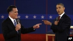 Debat kedua pemilihan presiden AS antara Barack Obama dan Mitt Romney di Universitas Hofstra, New York. (AP/Charlie Neibergall)