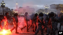 Riot police officers clash with protesters in central Moscow, 11 Dec 2010