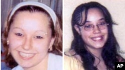 """ຮູບຂອງນາງ Amanda Berry (ຊ້າຍ) ແລະນາງ Georgina """"Gina"""" Dejesus ທີ່ສະໜອງໃຫ້ໂດຍອົງການ FBI ໂດຍບໍ່ຮູ້ວ່າ ຖ່າຍຕອນໃດ."""