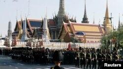 ထိုင္းဘုရင္ Maha Vajiralongkorn နန္းတက္ ဘိသိတ္ခံပြဲအတြက္ ဝတ္စံုျပည့္ ခ်ီတက္ အစမ္း ေလ့က်င့္ေနၾကတဲ့ ေတာ္ဝင္လံုၿခံဳေရးတပ္ဖဲြ႔ဝင္မ်ား (ဧၿပီ၊ ၂၉၊ ၂၀၁၉)