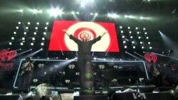 Robin Thicke Performs at the Washington Jingle Ball