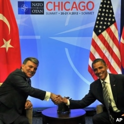 奧巴馬在北約峰會期間與巴基斯坦總統扎爾達里會面