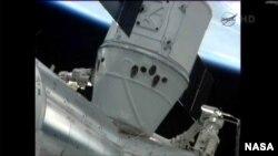 지난 2012년 5월 국제우주정거장에 스페이스X 사의 '드래곤' 무인우주화물선이 도킹했다. (자료사진)