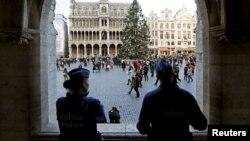 Belgijski policajci obezbeđuju centar Brisela
