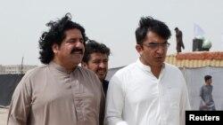 پشتون تحفظ تحریک کے رہنما علی وزیر اور محسن داوڑ، فائل فوٹو