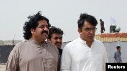 پشتون تحفظ تحریک کے رہنما علی وزیر اور محسن داوڑ (فائل فوٹو)