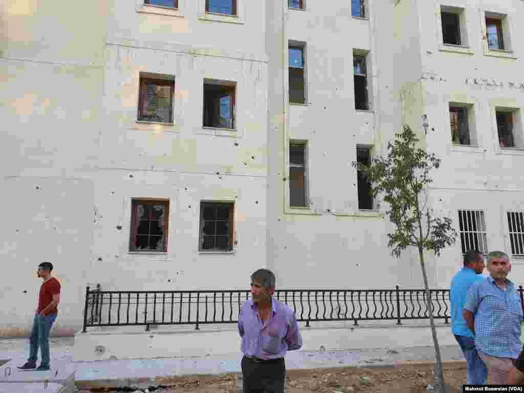 Bölge sakinleri çok sayıda kişinin Nusaybin'i terk ettiğini bildirdi.