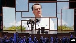 Para delegasi menonton presentasi video dalam Konvensi Politik Partai Republik di Tampa, Florida. (Foto: AP)