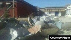 中国当局在甘肃藏区拉卜楞寺附近地区收缴的卫星电视接收器。(资料照)