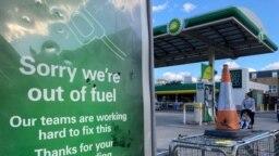 SPBU BP yang kehabisan bahan bakar terlihat di London selatan, Inggris, 27 September 2021. (Foto: REUTERS/Toby Melville)