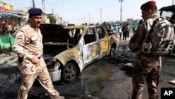 이라크 바스라에서 20일 차량 폭탄 테러가 발생한 가운데, 군과 경찰이 현장을 통제하고 있다.