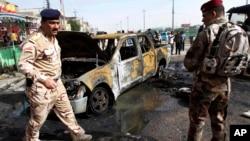 伊拉克安全人員守衛炸彈襲擊現場(資料照片)