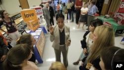 猶他州共和黨候選人在鹽湖城一所高中與學生談話