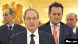 Deputi Menlu Suriah Faisal al-Miqdad (dua dari kiri) mengkritik masyarakat internasional karena tidak mengikutsertakan pemerintahnya dalam konferensi internasional untuk memerangi kelompok militan Negara Islam (ISIS) yang berlangsung hari Senin (15/9) di Perancis (Foto: dok).