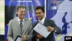 Potpredsednik Vlade Srbije za evropske integracije Božidar Djelić i šef Delegacije EU u Srbiji Vensan Dežer potpisali su sporazum o dodeli 178,5 miliona evra donacije EU.