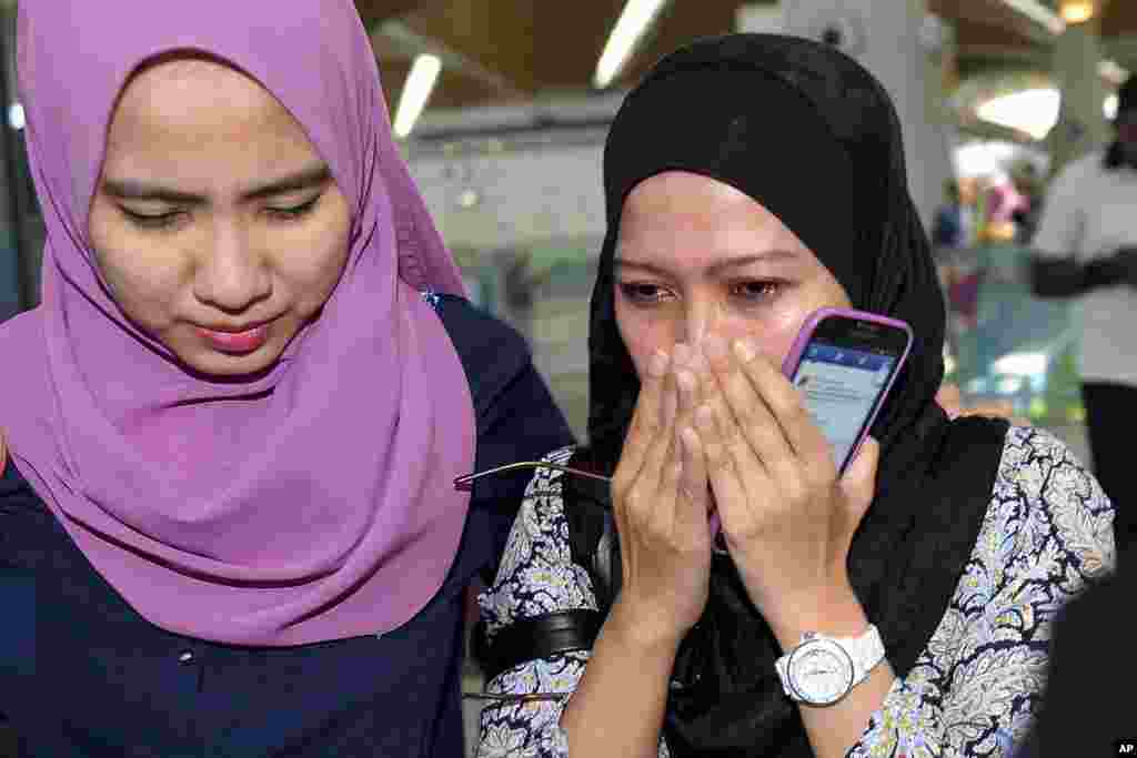 Relatives of passengers aboard the Malaysia Airlines MH17 react as they arrive at Kuala Lumpur International Airport in Sepang, Malaysia, July 18, 2014.