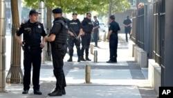Policija ispred zgrade suda u Podgorici tokom suđenja optuženima za pokušaj terorizma
