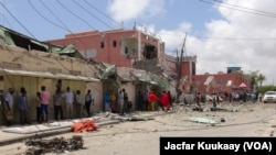 索馬里激進組織青年黨﹐星期日襲擊摩加迪沙的一家酒店。該酒店被襲後可見被炸後的毀壞情形。