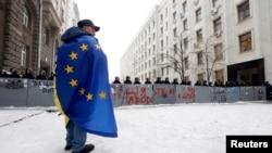 Učesnik pro-evropskih protesta u Kijevu