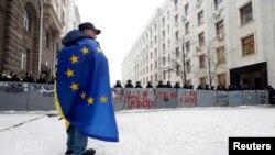 Người biểu tình ủng hộ việc gia nhập Liên Hiệp Châu Âu trên đường phố thủ đô Kyiv.