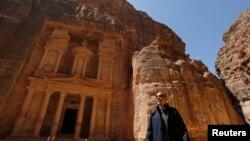 奧巴馬在結束中東之旅之前,參觀了在岩石中鑿出來的著名約旦古城佩特拉