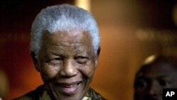 Nelson Mandela numa foto de arquivo (2007)