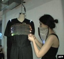 Tabor Baranti koristi mikroprocesor kako bi njena odeća menjala boju