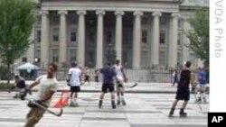 白宫前街道成街头曲棍球活动场所