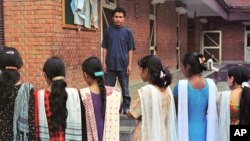 ভারত থেকে উদ্ধার করা নেপালী মহিলা যাদের পাচার করা হয়েছিল।