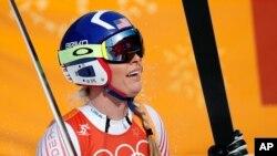 La estadounidense Lindsey Vonn reacciona al ganar la medalla de bronce en los Juegos Olímpicos de Invierno de PyeonChang, el miércoles, 21 de febrero de 2018.