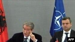 Kryeministri Berisha, takim me krerët e ushtrisë