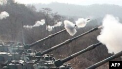 Koreja e Veriut kërcënon me armë bërthamore Jugun nëse manovrat vazhdojnë