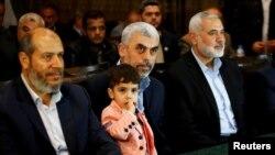 حماس کے رہنما اسمٰعیل حانیہ (دائیں) غزہ کے سربراہ یحییٰ سنوار (فائل)