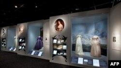 Các chiếc áo trưng bày trong Viện bảo tàng Smithsonians
