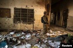 آپریشن 'ضربِ عضب' کے دوران ہی 16 دسمبر 2014 کو عسکریت پسندوں نے پشاور کے آرمی پبلک اسکول پر حملہ کیا تھا۔ (فائل فوٹو)