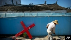 VOA China 360: What's Behind China's Unusual Removal of Christian Church Crosses?
