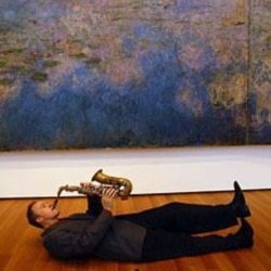 Ted Nash next to a painting by Claude Monet