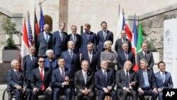Ministros de Finanzas del G7 reunidos para la foto familiar en el último día de dos días de reuniones en Bari, Italia.