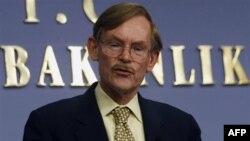 """Chủ tịch Ngân hàng Thế giới Zoillick nói có thể là dấu hiệu tốt"""" nếu dân Hy Lạp ủng hộ thỏa thuận, nhưng ông cảnh báo rằng nếu biện pháp này bị bác mọi chuyện sẽ xáo trộn"""